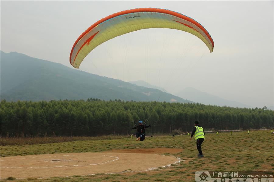 2019年全区滑翔伞锦标赛在大明山举行