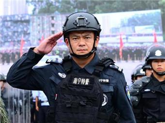 开枪救人质的南宁特警曾浩当选全国