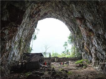"""12月5日焦点图:中外探险队发现东兰""""洞穴人家"""""""