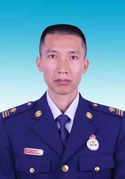 黎洪亮:消防战士坚守消防救援事业19年