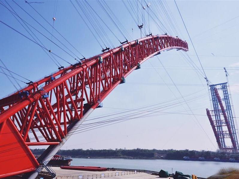 广西平南三桥将拱肋合龙 将成世界最大跨径拱桥
