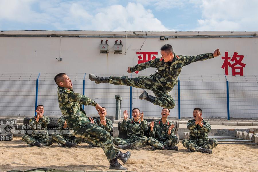 北海:武警官兵开展冬季大练兵活动
