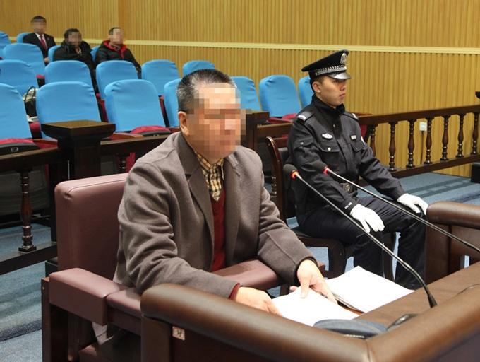 12月21日焦点图:被控受贿近700万 柳州交警原支队长受审
