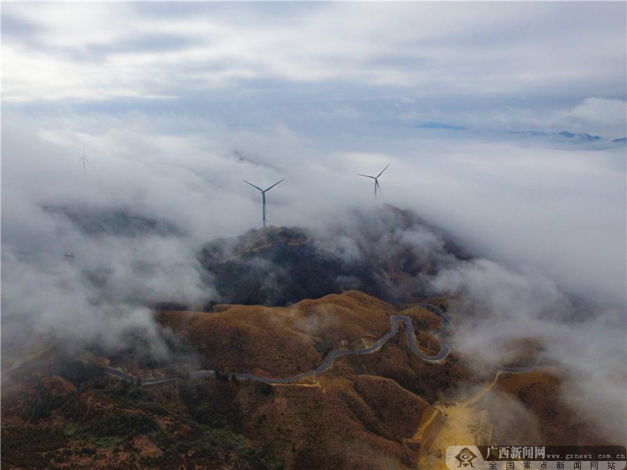 高清组图:航拍桂林天湖景区 云雾缭绕若仙境