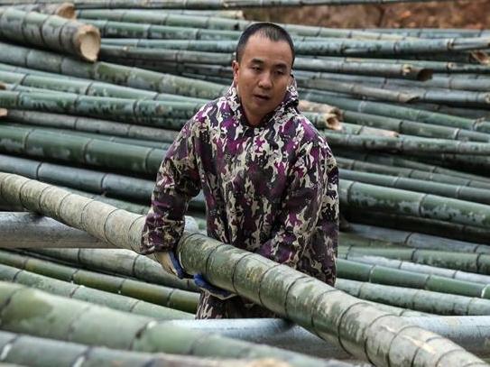 广西融安:开发竹木制品拓宽脱贫路