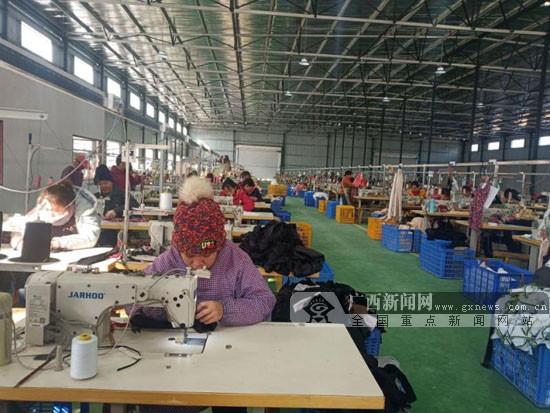 上林:扶贫车间带动贫困户就业增收