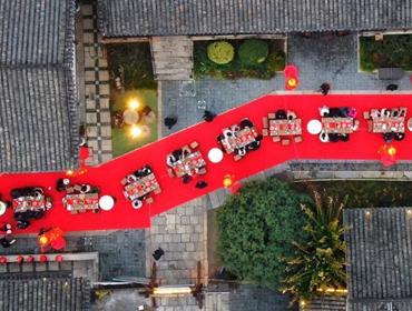 江蘇常州東方鹽湖城長桌宴熱鬧開席