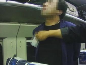 视频|醉酒男子动车上霸座还破口大骂 被警方行拘