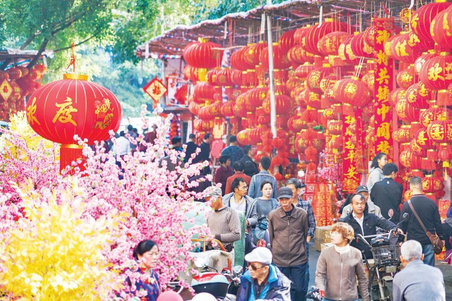 1月6日焦点图:鼠年春节临近 南宁年货市场热闹