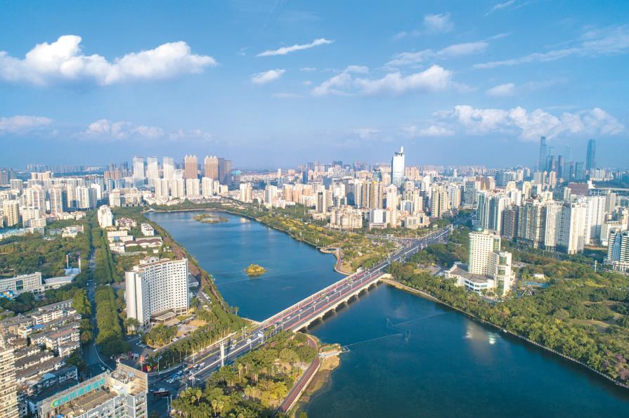 1月7日焦点图:南宁城市环境生态宜居 蓝天常驻