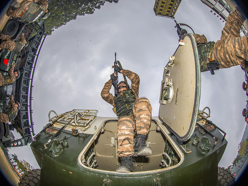高清组图:帅!直击武警特战队员实战化训练