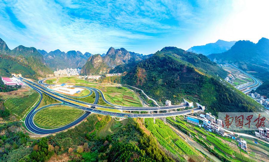 1月9日焦点图:乐业至百色高速公路建成通车