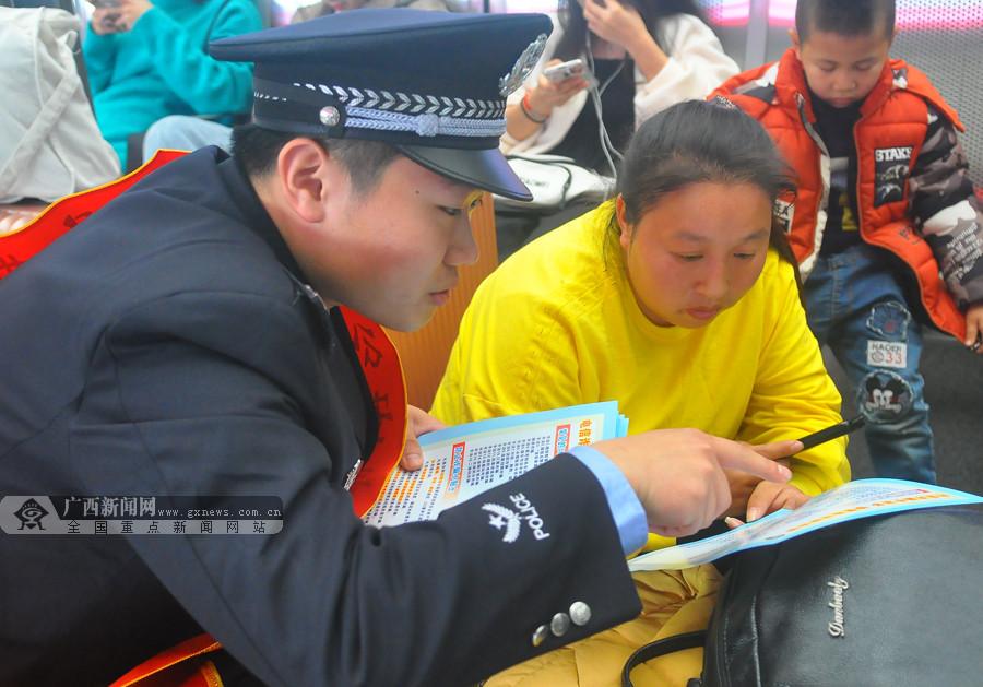 [新春走基层]春运首日南宁铁警保障旅客安全出行
