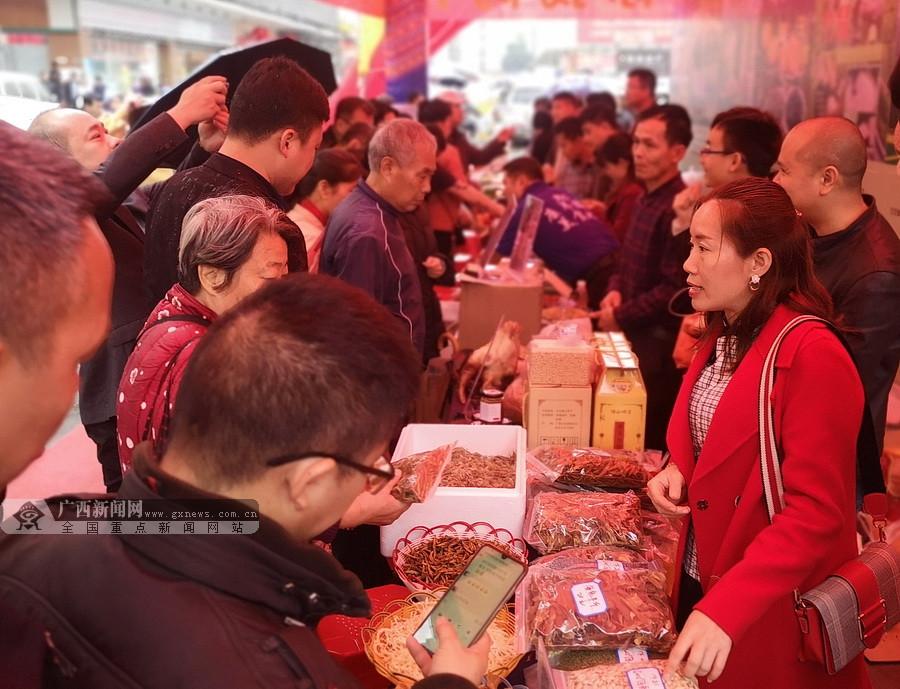 大化扶贫农产品进驻南宁淡村市场