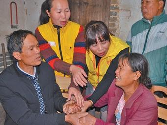女子19年前被拐至岑溪 志愿者仅1天帮找到亲人