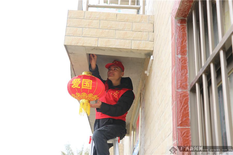 [新春走基层]广西苍梧:暖心年货进贫困户家里