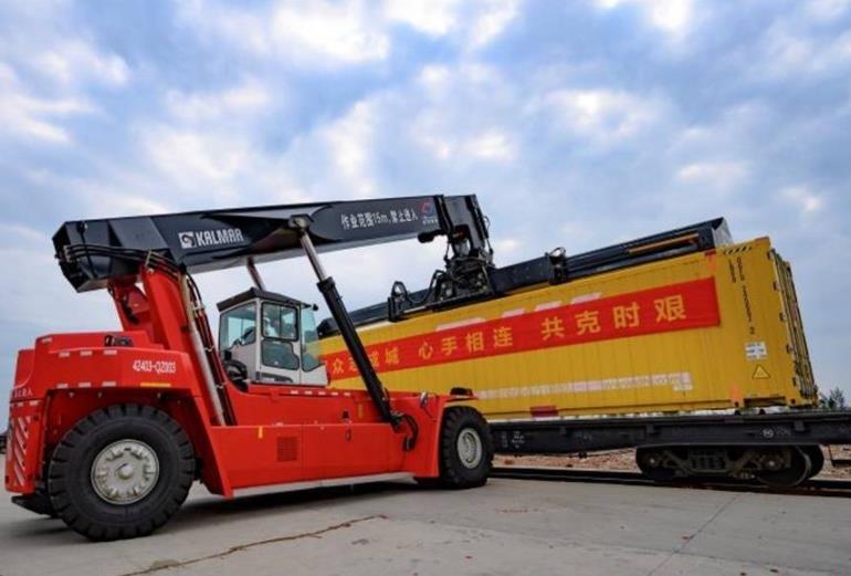 火龙果沃柑芒果……钦州支援武汉首批25吨果蔬启运