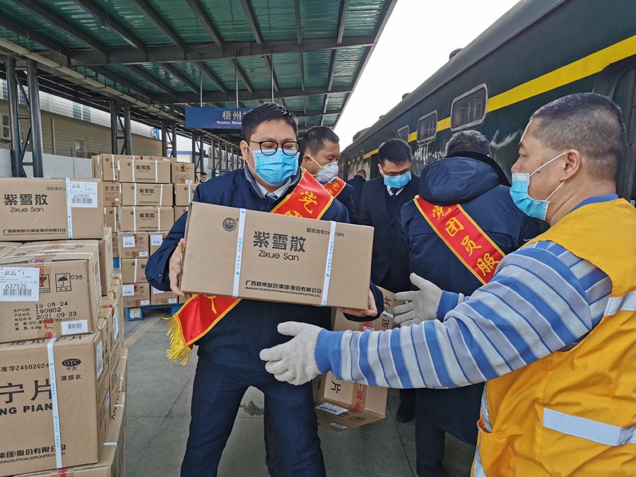 广西铁路部门1月28日连发5批援汉防疫物资(组图)