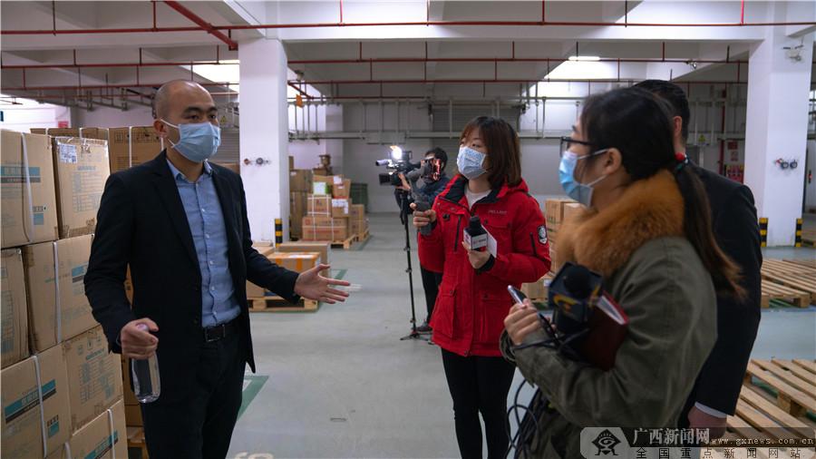 南宁一企业24小时开足马力生产口罩 日产达20万只