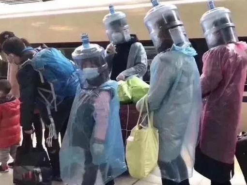 """""""塑衣侠客""""现身南宁东站,网友:行走的BGM来了"""