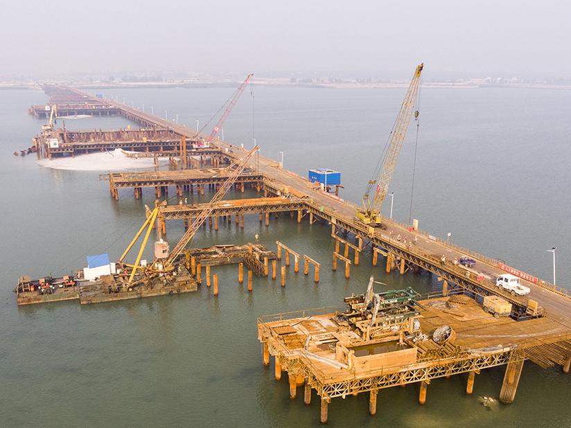 北海:西村港跨海大桥施工忙