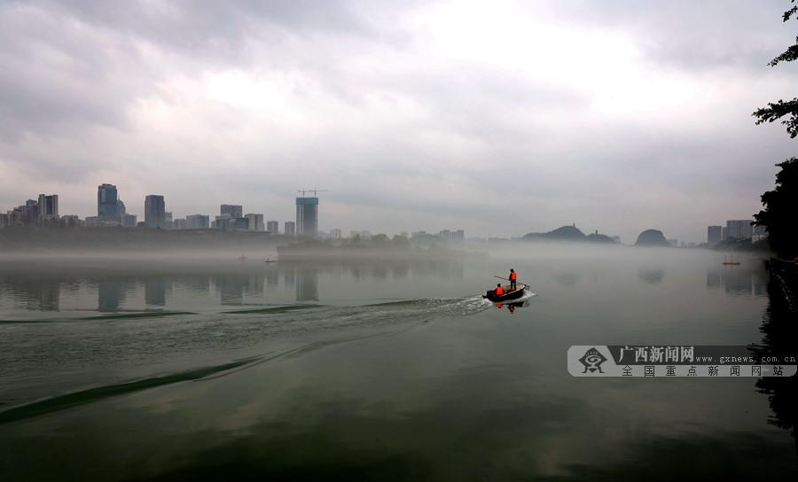 高清组图:柳州雾起宛如仙境 水墨柳江醉人心