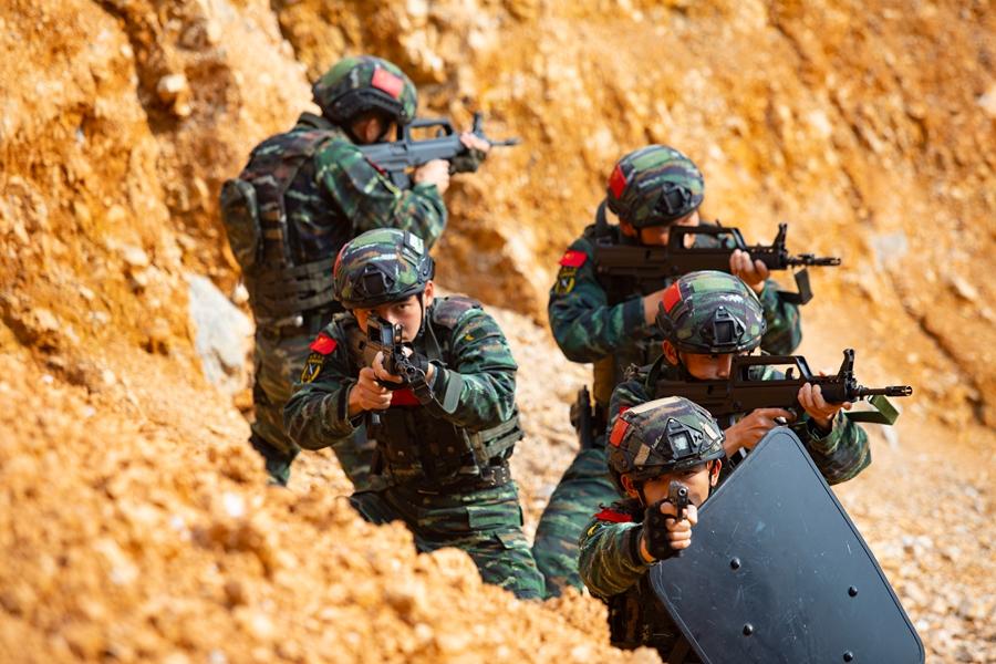 來賓:武警特戰隊員掀起春季練兵熱潮