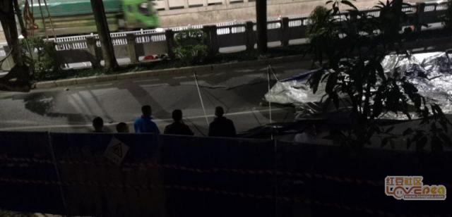 南宁地铁一施工点附近路面发生沉陷 具体原因未明