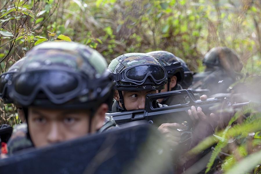广西玉林:直击武警特战队员练兵场(组图)
