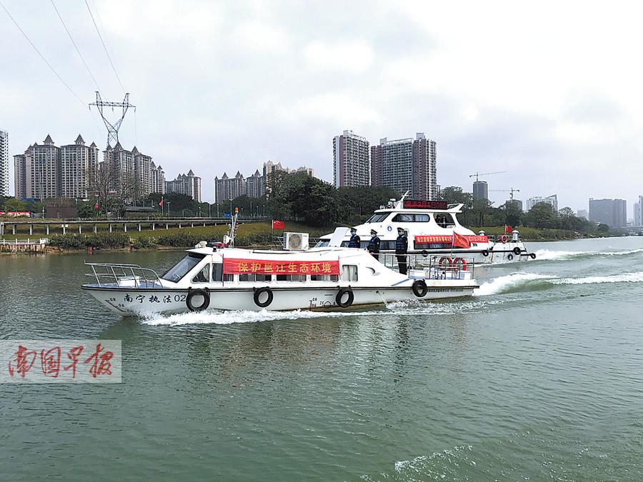 3月23日焦点图:邕江禁渔期一人多竿钓鱼?罚!