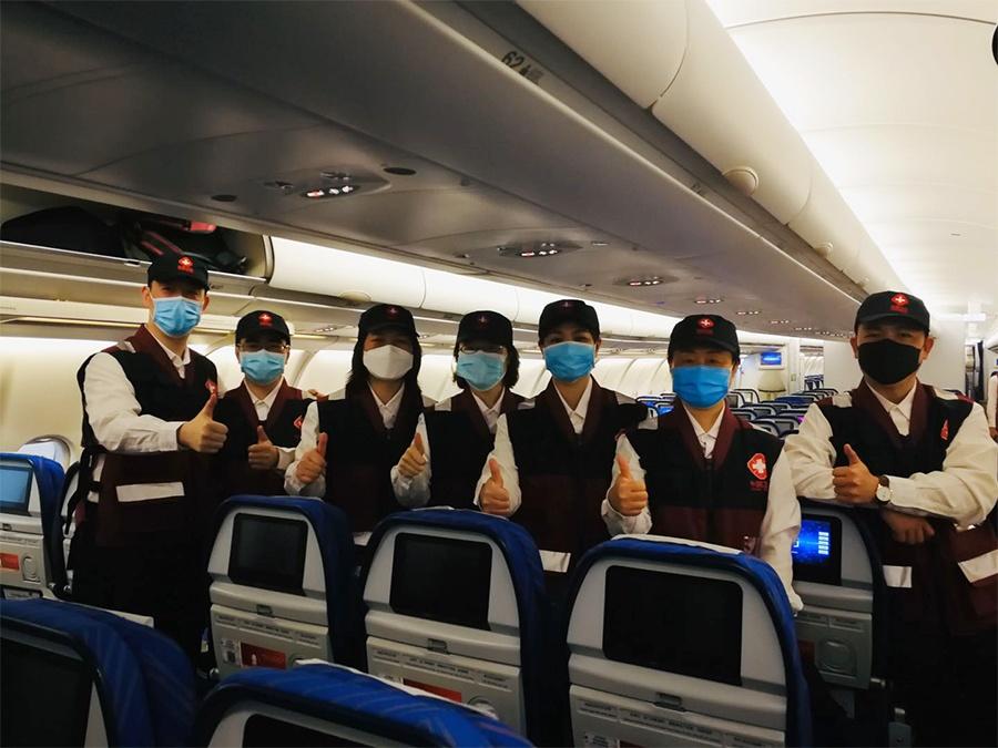 中国政府赴柬埔寨抗疫医疗专家组出征仪式在南宁举行