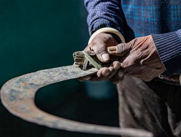 """双手的""""新生""""——来自西藏民主改革第一村的影像记录"""