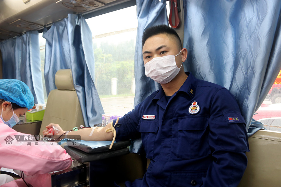 消防员献爱心传递正能量 集体无偿献血8000毫升
