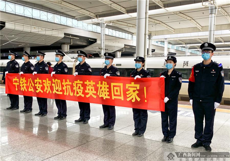 高清:首趟离汉进桂动车组G431次抵达南宁