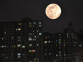 4月8日焦点图:你看到这个超级月亮了吗?
