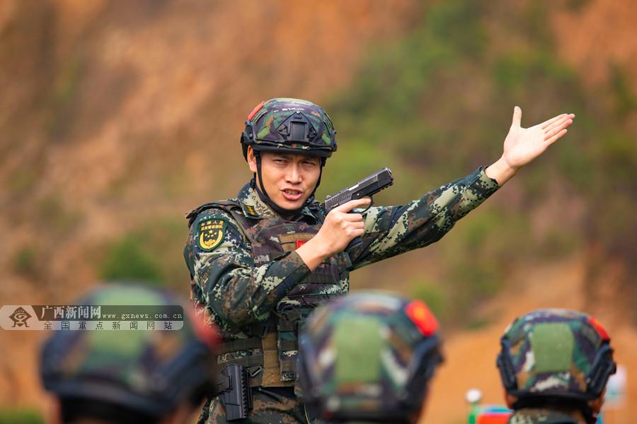 武警来宾支队严密组织首长机关手枪精度射击(图)