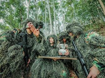 高清图:武警特战队员开展实战化山林地反恐演练