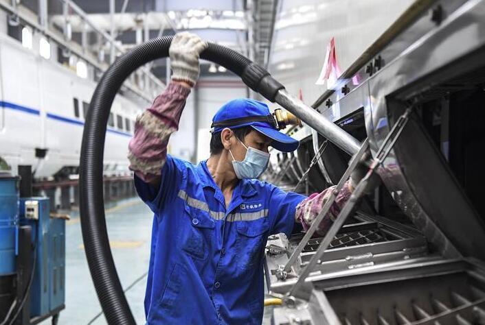 """广西南宁:高铁、动车""""春季整修""""保安全"""