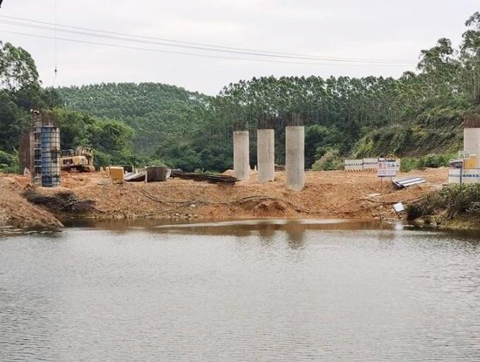 道路施工污染鱼塘致鱼虾死亡 村民索赔款一降再降