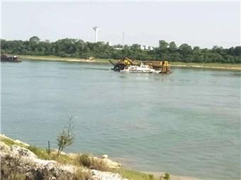 7日焦点图:广西一货船触礁沉没,5人遇险2人仍失踪