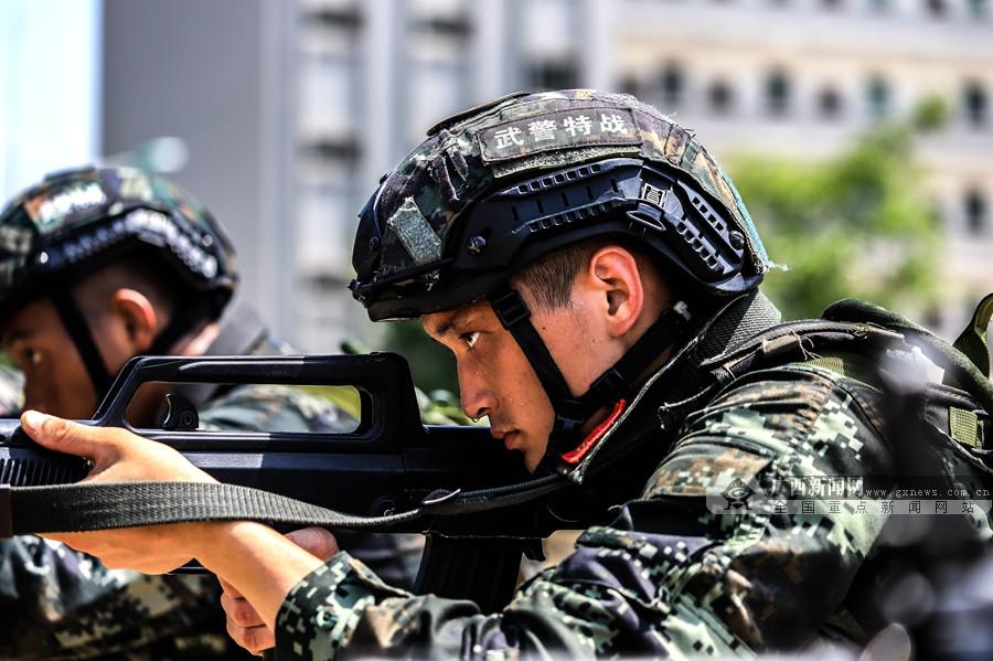 高清组图:练练练!武警预备特战队员淬火忙