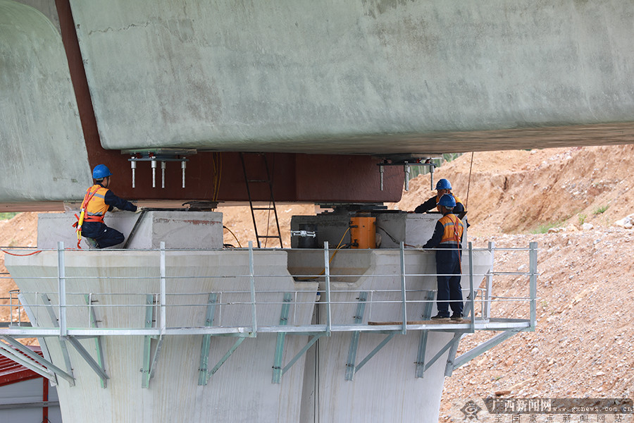 贵南高铁广西段全线桥梁工程整体进度过半