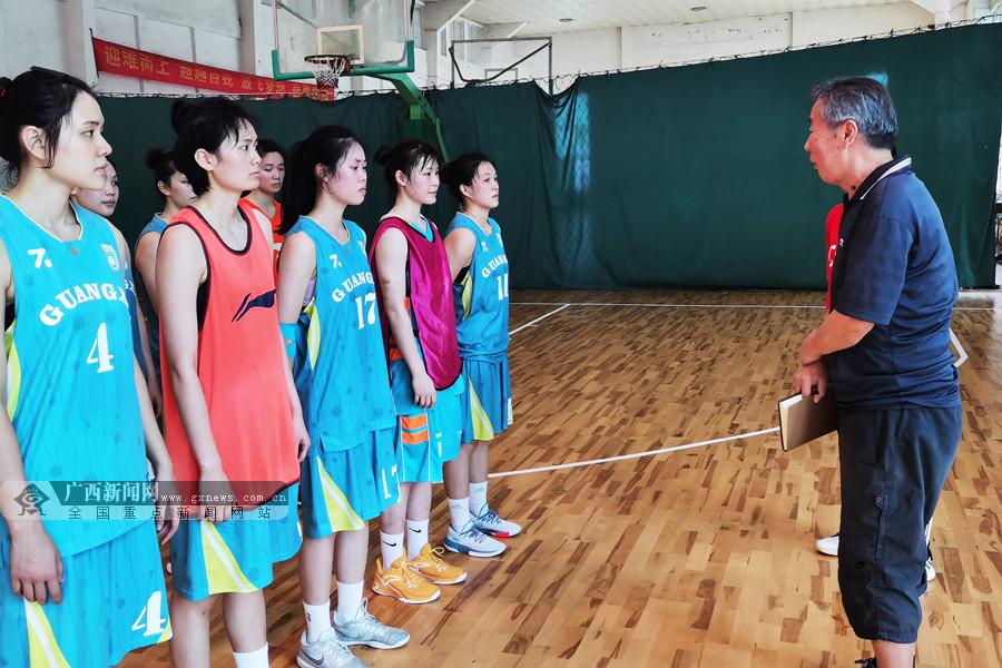 广西女子篮球开展复训后首次训练公开课 专家现场引导