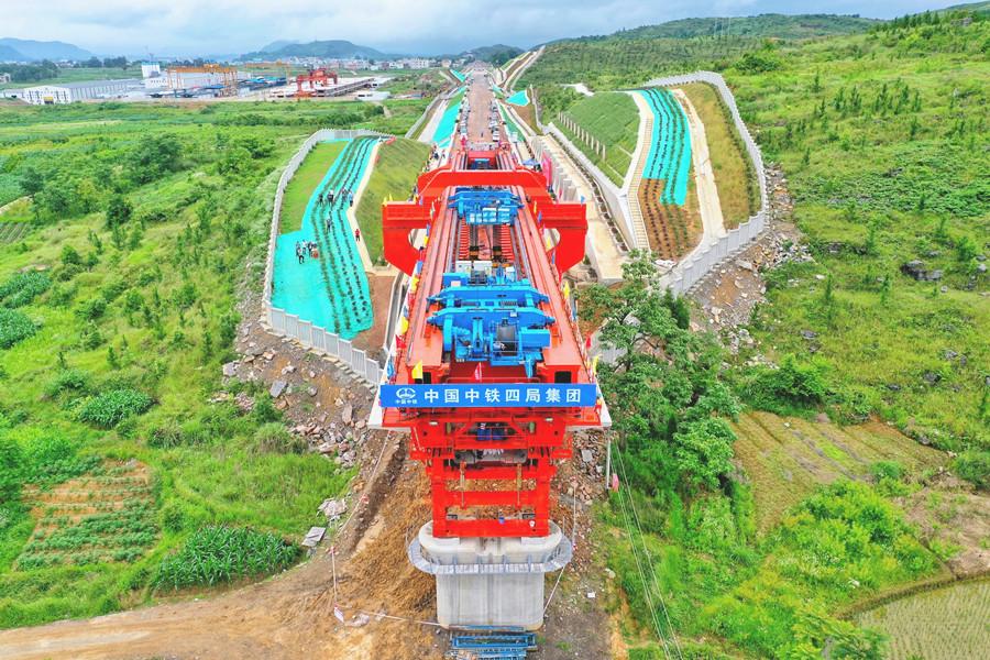 6月7日焦点图:贵南高铁预计2023年12月建成