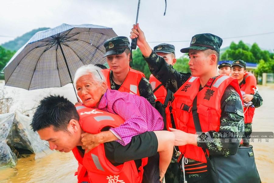 廣西賀州:多地洪澇災害 武警官兵火速馳援(組圖)