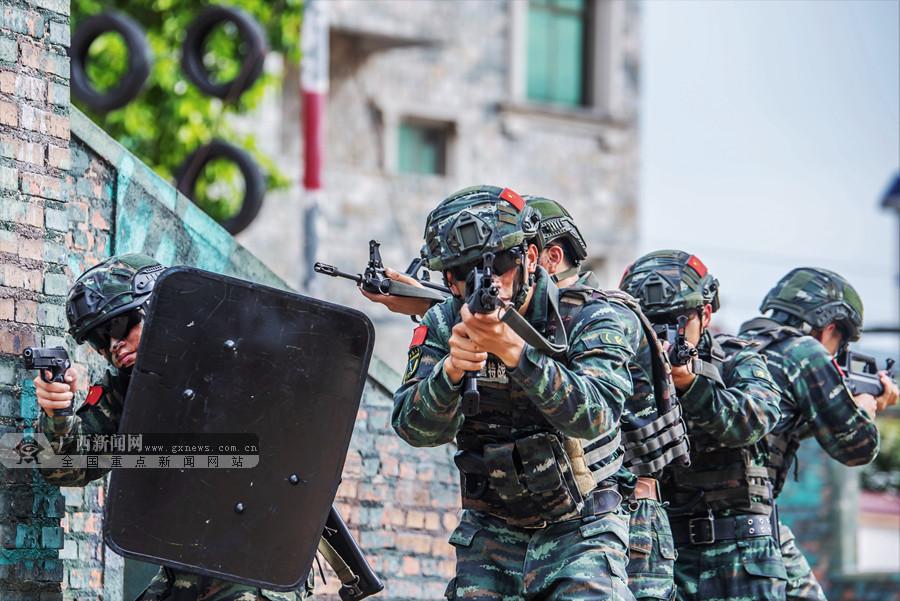北海:武警特战队员实战实训锻造反恐利刃(组图)