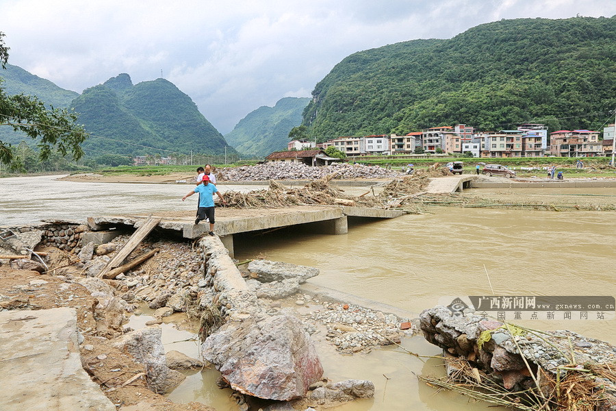 环江灾后重建见闻:干群团结一心 重建和谐家园