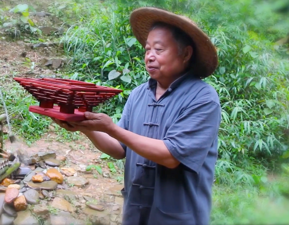 焦点图:居住广西的63岁大爷走红网络 圈粉数百万