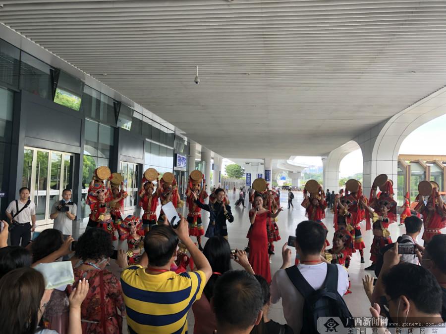 广西迎来首批外省游客 跨省旅游全面启动