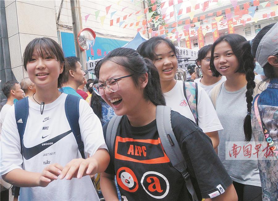 7月27日焦点图:南宁市中考结束,8月8日公布成绩